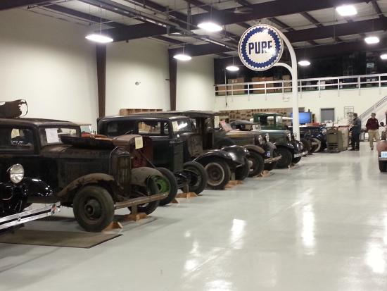 Romeoville, Илинойс: Model A's in various stages of restoration