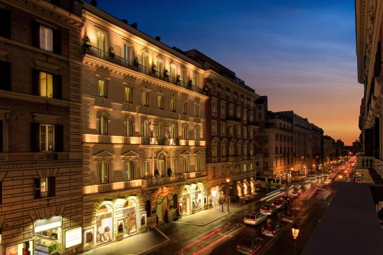 Hotel Artemide: Exterior - Hotel facade and Via Nazionale