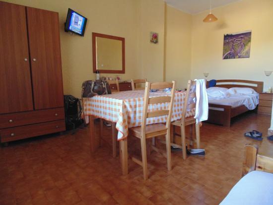 Zorbas Beach Village Hotel: Quarto triplo com kitchenette.