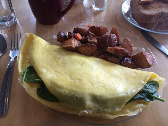 Marshfield, Вермонт: The Spinach Cheese Onion & Tomato Omelet