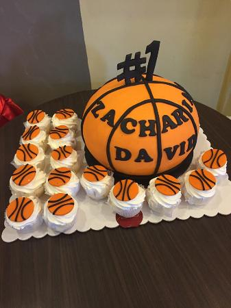 Strange Customized Basketball Inspired Birthday Cake Picture Of Casa Funny Birthday Cards Online Aeocydamsfinfo