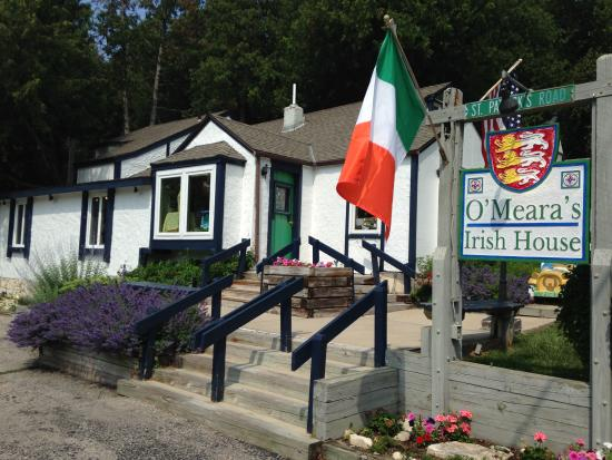 Fish Creek, Висконсин: O'Meara's Irish House store front