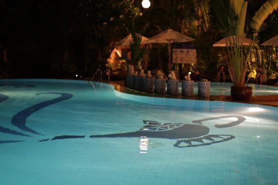 Aonang Princeville Resort: Pool at night
