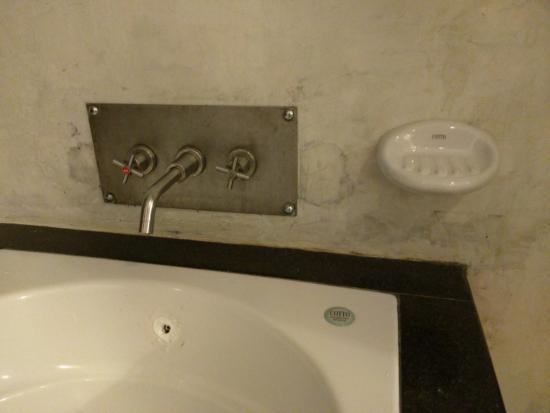 Aonang Princeville Resort: Sink stains