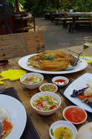 Fried fish picture of tamnanpar restaurant rayong for Fried fish restaurants