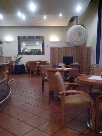 EA Hotel Tosca: Кафе и бар