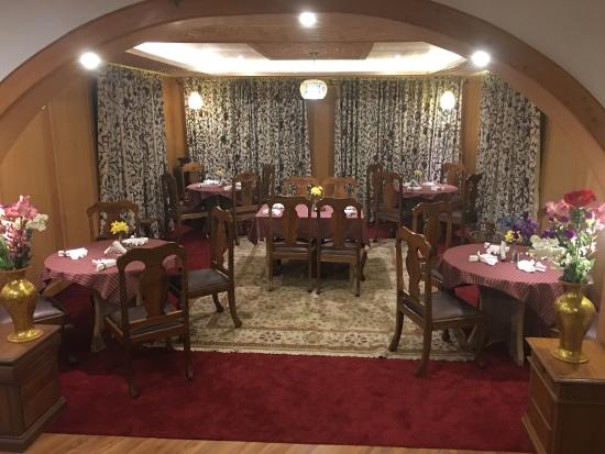 Kashmir Mahal Resorts: Dining hall with Kashmiri Interiors