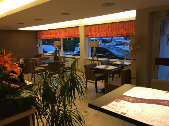 Atalante Hotel: Nouvelle  réception  et salle  petit déjeuner