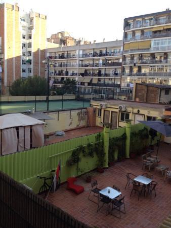 Paraiso Travellers Hostel: La terrasse vue de la chambre
