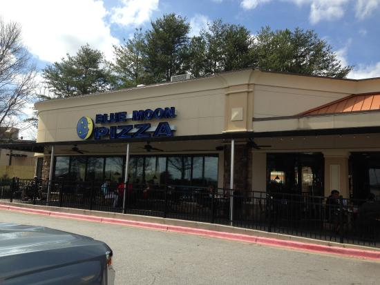 from parking laot picture of blue moon pizza windy hill marietta rh tripadvisor co za