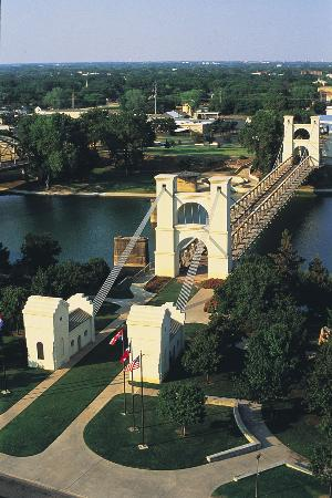 ‪Waco Suspension Bridge‬