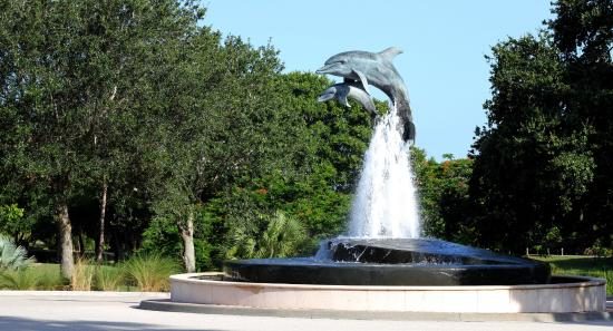 Jensen Beach, FL: Dolphin Fountain