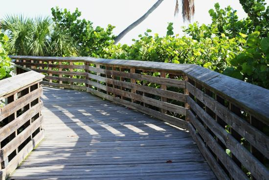 Jensen Beach, FL: Boardwalk along Indian River