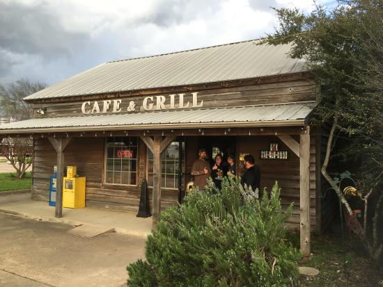 De Kalb, TX: Front of the place