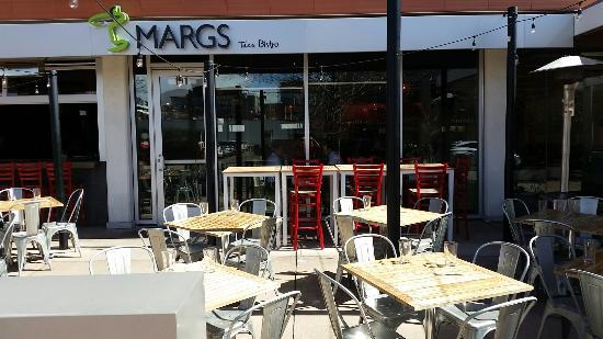 Marg's Taco Bistro: Outside signage and seating
