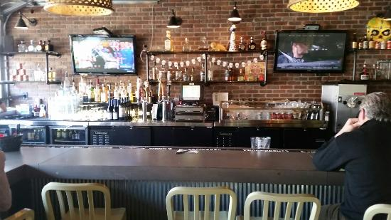 Marg's Taco Bistro: Inside bar and seating