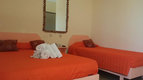 Takis Hotel : τρίκλινο δωμάτιο