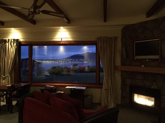 Tauhara Sunrise Lodge: Evening view from Chalet d'Amour
