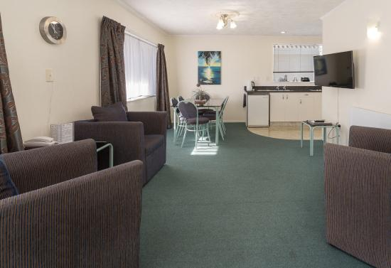 ASURE Palm Court Rotorua: Two bedroom lounge