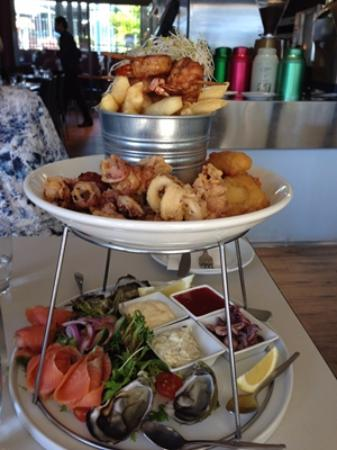 Breezes on Como: Beautifully served seafood platter