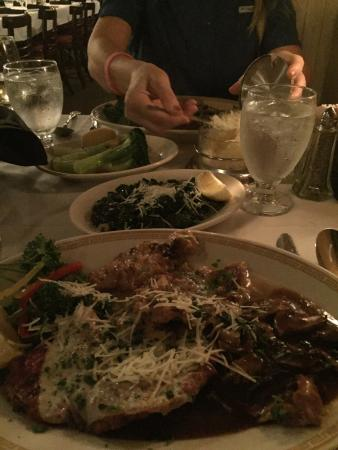 Alfredo's Italian Restaurant: Delicious!!  One of the best meals I ever had.
