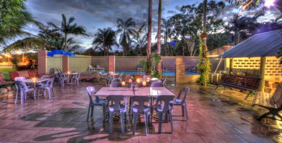 Tropical Hibiscus Caravan Park: Deck