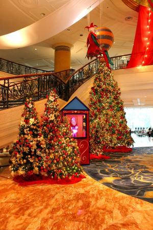 makati shangri la manila lobby christmas decor