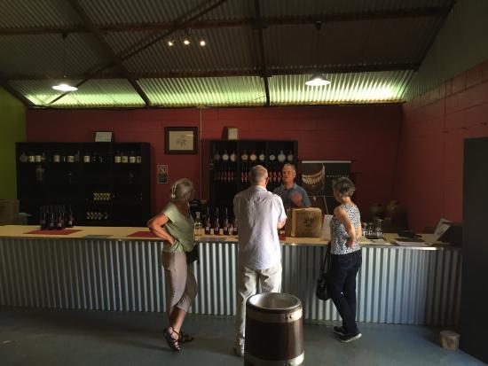 Mansfield Wines: photo1.jpg