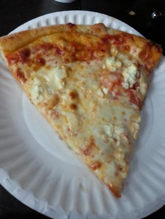 Evie's Family Golf Center: Pizza with feta (yum) but lack of sauce.