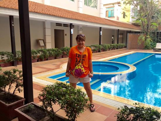 Angkor Riviera Hotel: Their pool side