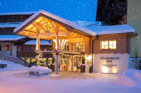 Hotel Waidringer Hof - 1. Tiroler Glückshotel: Waidringer Hof · 1. Tiroler Glückshotel 4*S · Winterstimmung