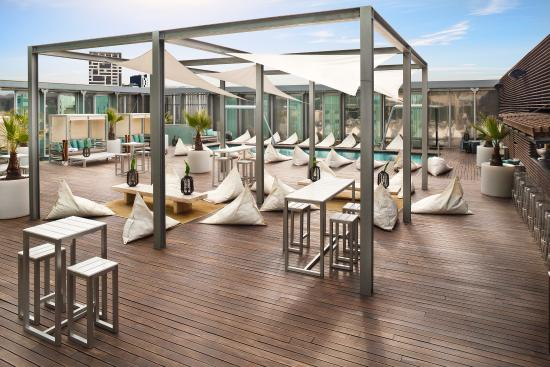 Melia Barcelona Sky: Le Pool Lounge