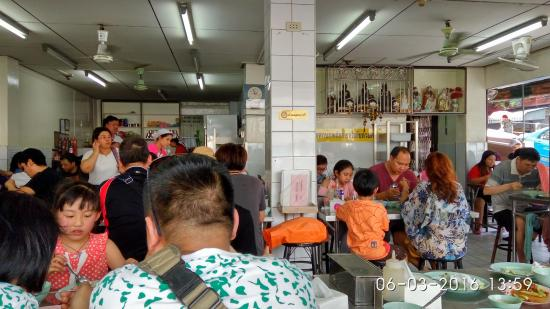 Hainanese Chicken Stall: Patient customers waiting to be served