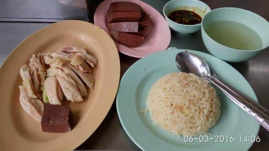 Hainanese Chicken Stall: Chicken, rice and soup