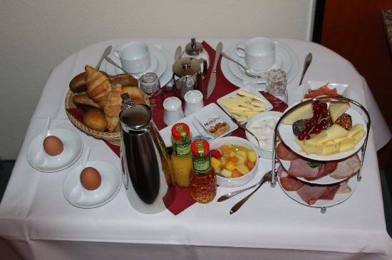 Hotel Sachsen Anhalt: zimmerservice Frühstück
