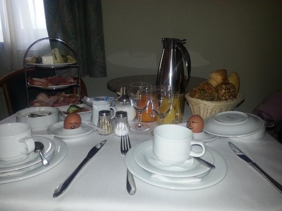 Hotel Sachsen Anhalt: frühstück mit lächelndem Gruß von der Küche
