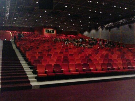 Pathe Ede: Grote zaal in de bioscoop