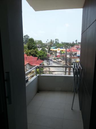 Sasinara Place Service Apartmant : балкон с сушилкой