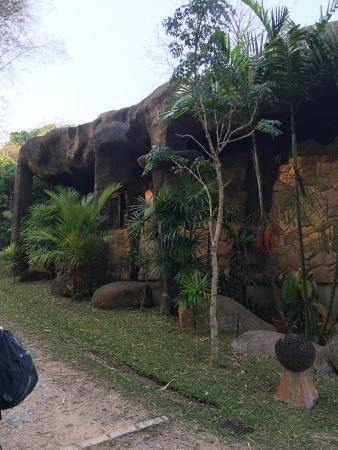 Bura Resort: Notice the rock shaped elephants