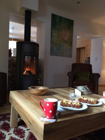 Maison La Cerisaie : cake and cosy relaxing after long day on the piste!