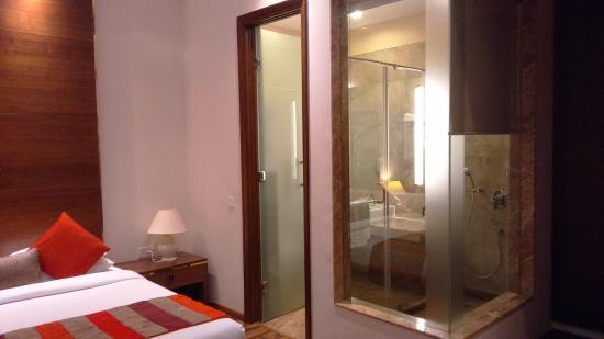 La Sagrita : Fix glass panels, sexy