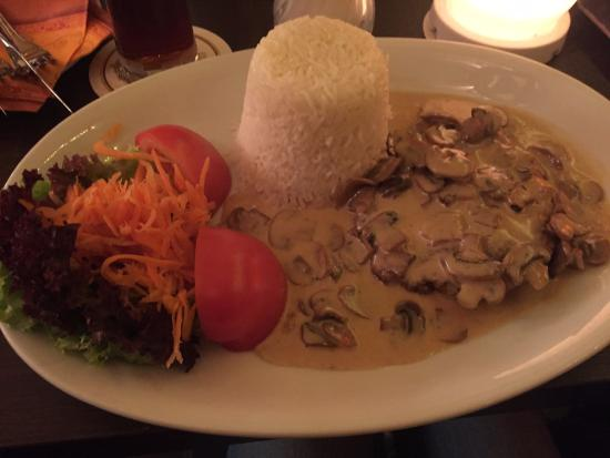 Graffiti Bar & Cafe: breaded turkey schnitzel with mushroom cream sauce - 12.5 euro
