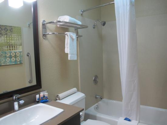 Best Western Long Beach Inn: Guest Bathroom