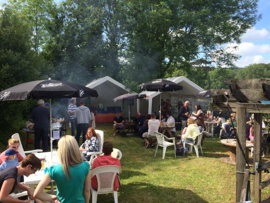 Polbathic, UK: Summer days in the beer garden