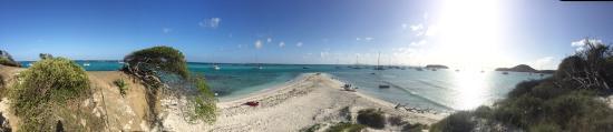 Tobago Cays: Baradel Island Beach looking East towards Africa