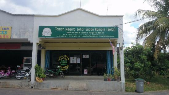 Labis, Malaysia: Park Office at Bekok for Selai entrance