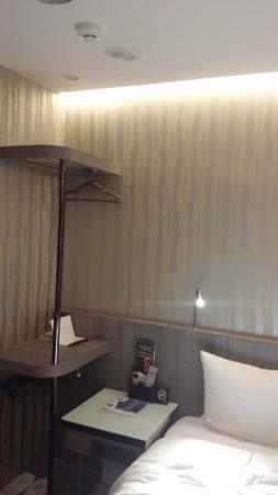 Beauty Hotels Taipei - Hotel Bnight: 有置衣架、洗衣袋。