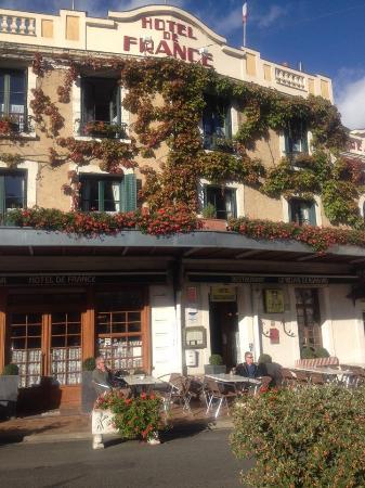 La Chartre-sur-le-Loir, Francia: from the town square