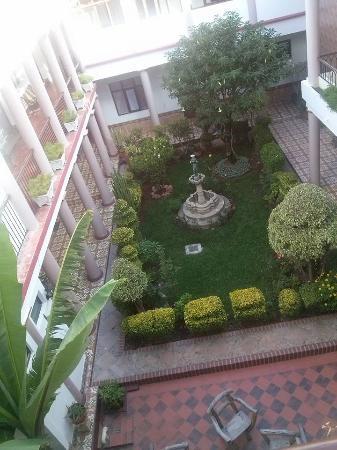 Hotel Independencia: uno de los dos patios internos desde las habitaciones del segundo piso