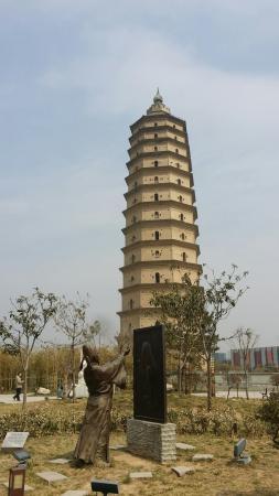 Xianyang Chongwen Tower: 咸陽崇文塔